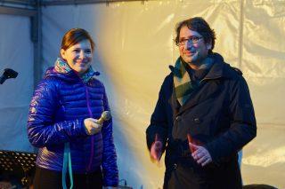 Agnes Hartmann, Geschäftsführerin des Pflaum Verlags, und Emre Onur, Chefredakteur der Zeitschrift Licht, begrüßen die Gäste