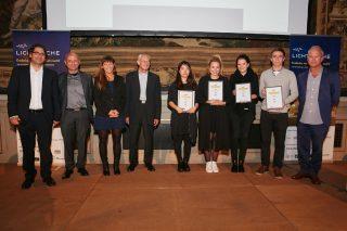 Gewinner des Studentenwettbewerbs mit Jury und Veranstalter