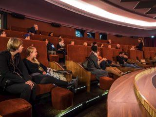 Im Anschluss folgte eine Führung durch das Kino, ins obere Foyer und auf den Balkon.